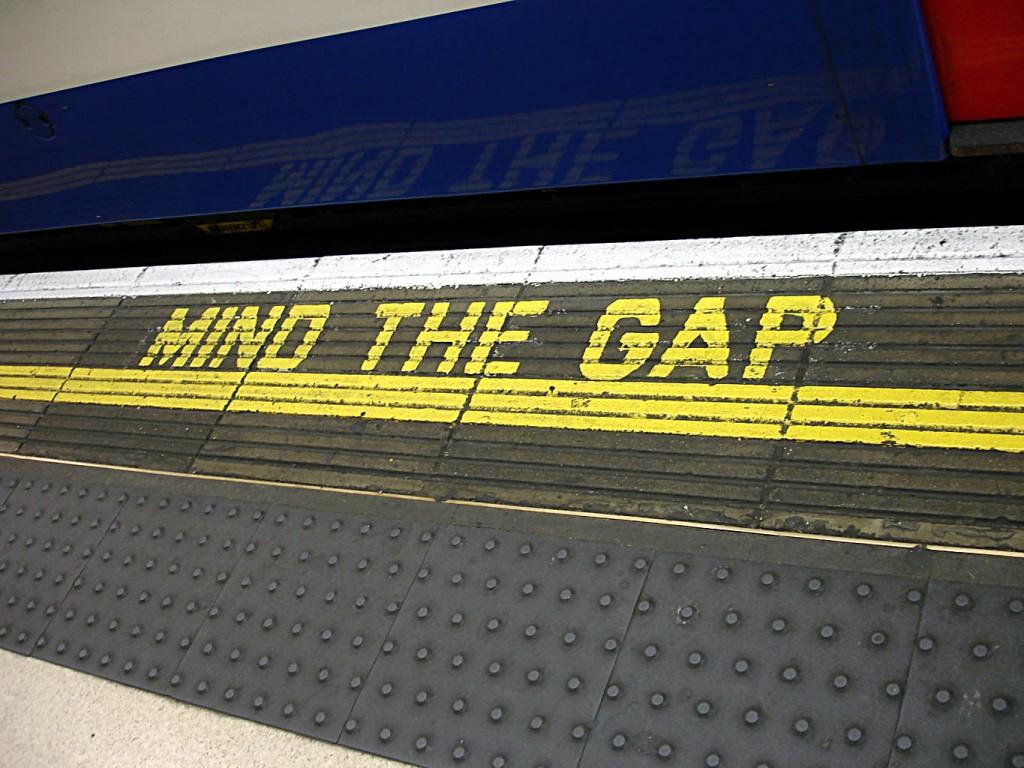 Bakerloo_line_-_Waterloo_-_Mind_the_gap