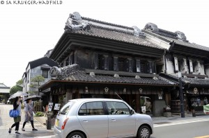 """Kurazukuri Street: The word """"kura"""" means """"warehouse."""" The kurazukuri are clay-walled warehouse-styled buildings that are constructed with an Edo architectural flavor."""
